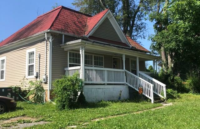 515 Lamont St - 515 Lamont Street, Johnson City, TN 37604