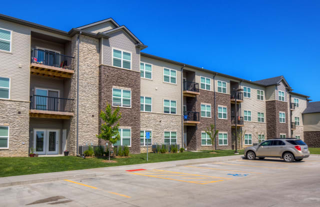 Stonegate Crossing - 15400 Boston Parkway, Clive, IA 50325
