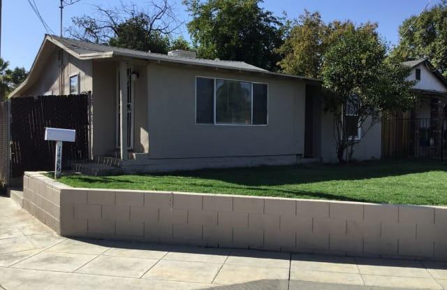 1446 Minnewawa Ave. - 1446 Minnewawa Avenue, Clovis, CA 93612
