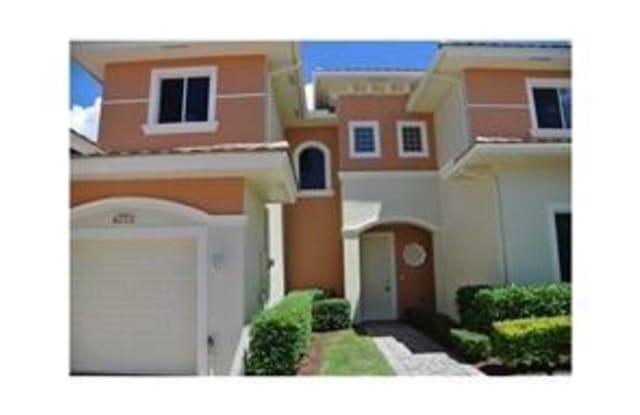 2563 Stockbridge - 2563 Stockbridge Sq SW, Florida Ridge, FL 32962
