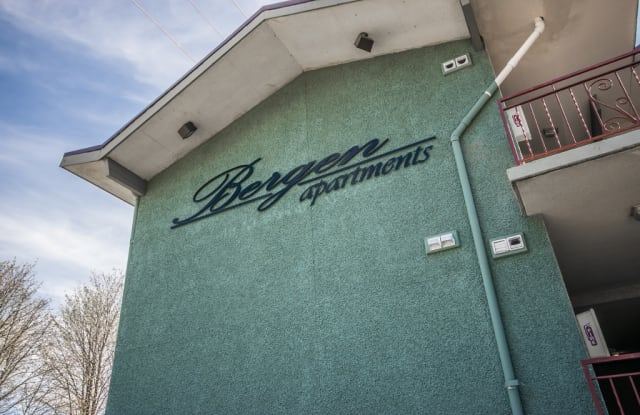 Bergen Apartments - 40 Newport Way SW, Issaquah, WA 98027