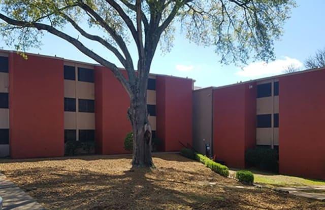 Brick Maze - 2805 North St, Nacogdoches, TX 75965