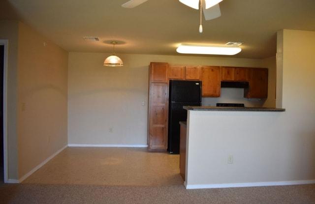 Reserves at Cimarron Valley - 2804 6th Ave, Dodge City, KS 67801