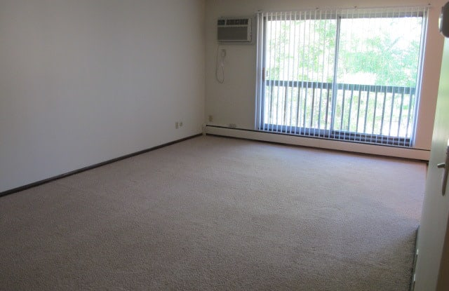 Park Vista Apartments - 387 Arlington Ave E, St. Paul, MN 55130