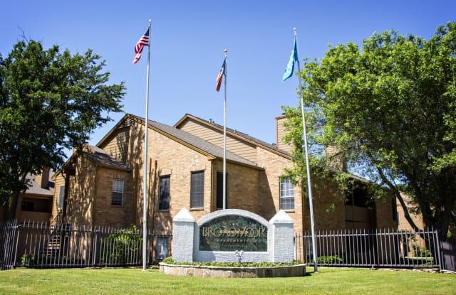 Broadmoor Villas - 5015 Courtside Dr, Irving, TX 75038
