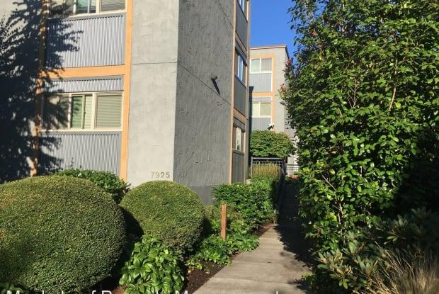 7925 Densmore Ave N #302 - 7925 Densmore Avenue North, Seattle, WA 98103