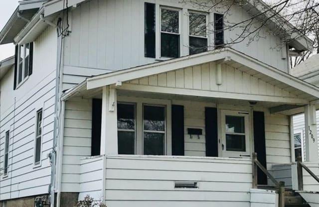 1209 Columbus Street - 1209 Columbus Street, Manitowoc, WI 54220