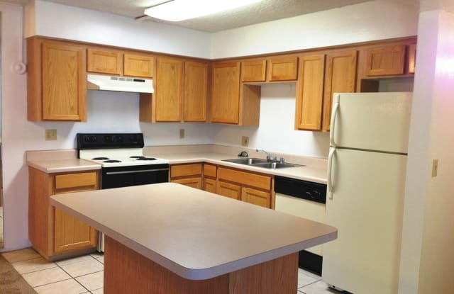 Sierra Pointe Apartments - 2350 E Water St, Tucson, AZ 85719