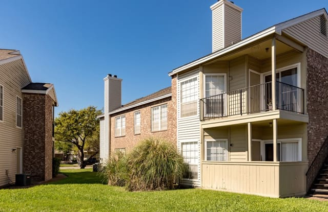 Summer House Apartment Homes - 5401 Burnham Dr, Corpus Christi, TX 78413
