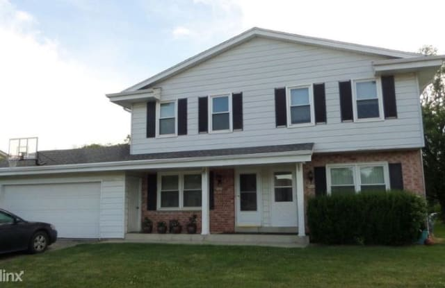 9045 S Chicago Ct - 9045 South Chicago Court, Oak Creek, WI 53154