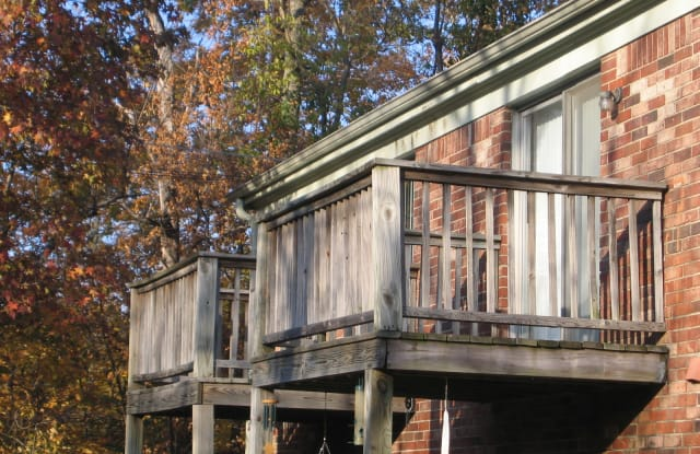 Jamestown Village - 1001 W Colonial Dr, New Castle, IN 47362