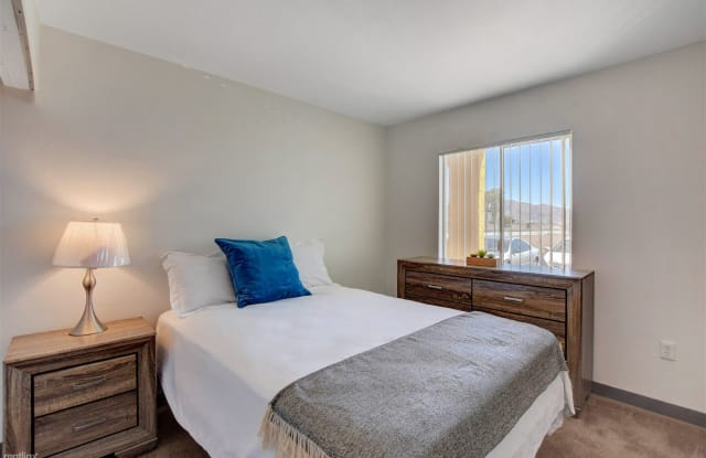 Siegel Suites - Boulder 2 - 3625 Boulder Highway, Sunrise Manor, NV 89121
