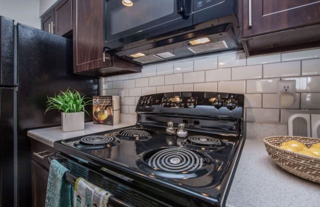 Deer Crest Apartment Homes - 2200 W 10th Ave, Broomfield, CO 80020