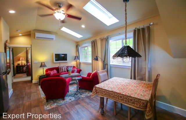 375 W Elm St - Elm St Cottage - 375 West Elm Street, Jacksonville, OR 97530