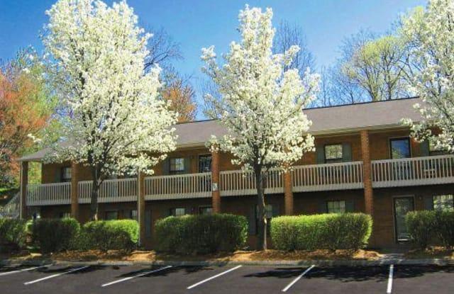 Lindsey Manor - 472 Lindsay Street, Kernersville, NC 27284