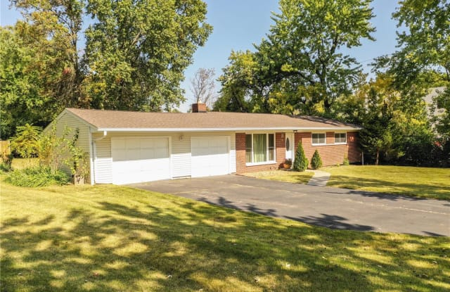 20 Lawrence - 20 Lawrence Drive, Creve Coeur, MO 63141