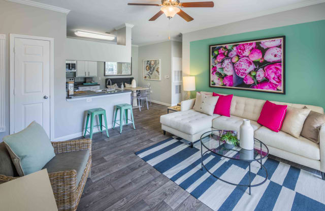 Thornhill Apartments - 7203 Plumleaf Rd, Raleigh, NC 27613