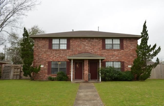 1916 Holleman Drive - 1916 Holleman Drive West, College Station, TX 77840