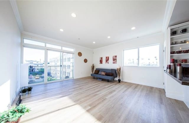 3061 W 12th Pl - 3061 West 12th Place, Los Angeles, CA 90006