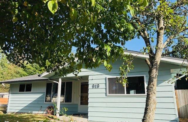 919 109th St SE - 919 109th Street Southeast, Everett, WA 98208