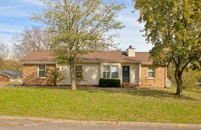 108 Holly Drive - 108 Holly Drive, Hendersonville, TN 37075