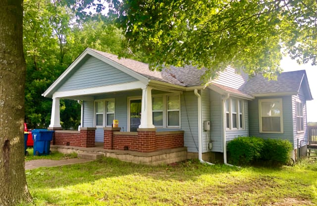 2021 N River Blvd - 2021 North River Boulevard, Independence, MO 64050