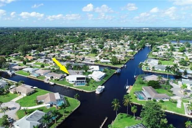 4342 S Gulf CIR - 4342 South Gulf Circle, Lochmoor Waterway Estates, FL 33903