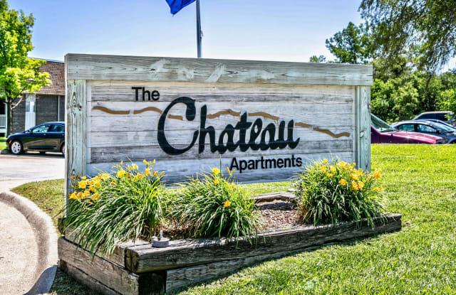 Chateau Bellevue - 401 Chateau Dr, Bellevue, NE 68005