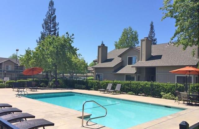Woodstream Townhomes - 6115 Brookside Cir, Rocklin, CA 95677