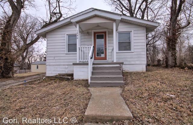 1420 Eberhart - 1420 Eberhart Ave, Edwardsville, IL 62025