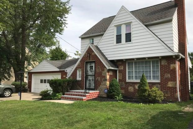 18890 Raymond Rd - 18890 Raymond St, Maple Heights, OH 44137