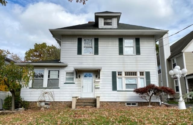 64 S MOUNTAIN AVE - 64 South Mountain Avenue, Essex County, NJ 07009