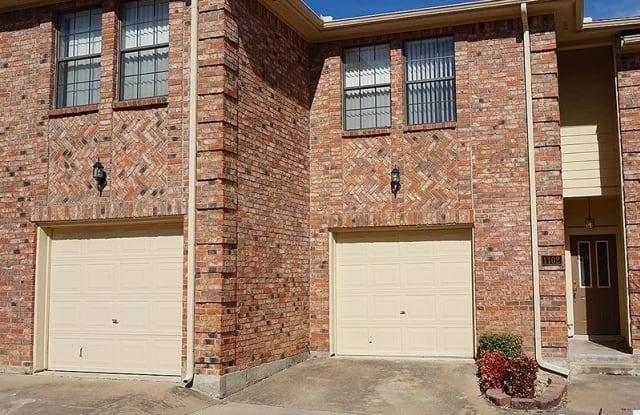 Shiloh Park Townhomes - 3500 E Park Blvd, Plano, TX 79761