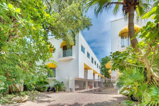 2703 Day Ave - 2703 Day Avenue, Miami, FL 33133