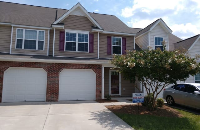 112 Goldfinch Ave - 112 Goldfinch Ave, Greensboro, NC 27409