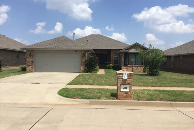 701 Eastview Dr - 701 Eastview Drive, Yukon, OK 73099