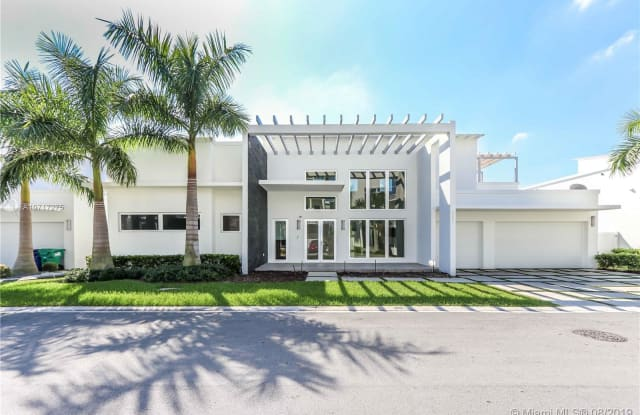 8256 NW 34 DR - 8256 NW 34th Dr, Doral, FL 33122
