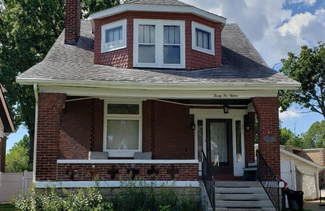 2215 Kenilworth Ave - 2215 Kenilworth Avenue, Norwood, OH 45212
