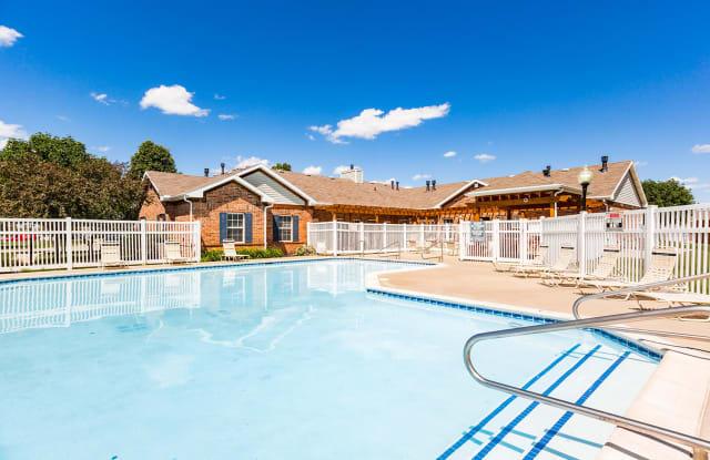 Maple Grove Villas - 8602 Westown Pkwy, West Des Moines, IA 50266