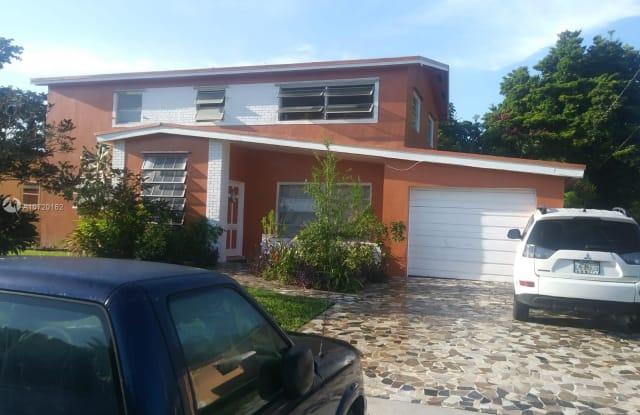 3680 NW 39th St - 3680 Northwest 39th Street, Lauderdale Lakes, FL 33309