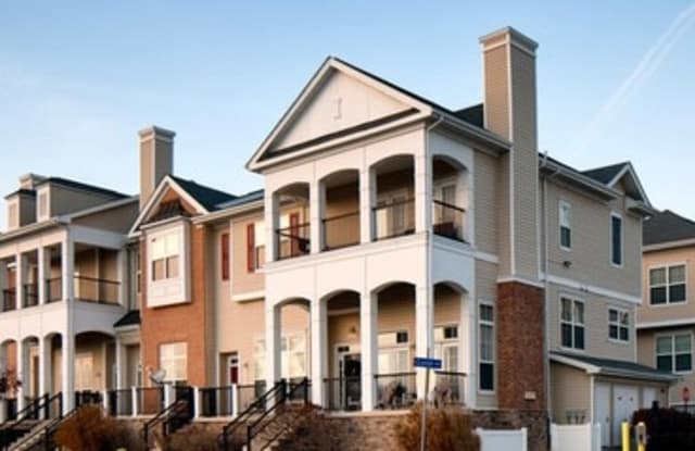 Greenwich Place Apartments - 10090 Mill Run Cir, Owings Mills, MD 21117