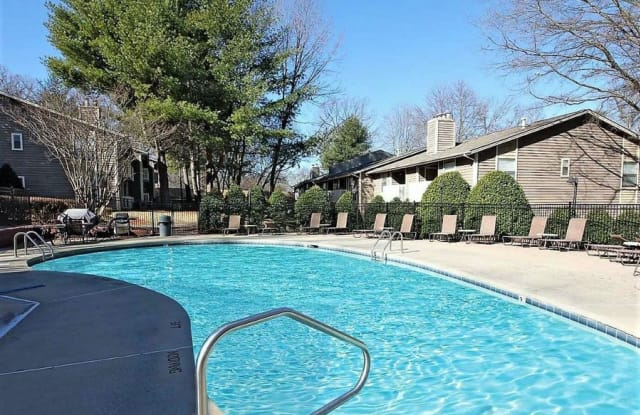 Hunt Club - 103 Echo Glen Dr, Winston-Salem, NC 27106