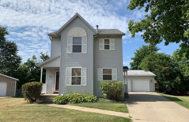 555 Cass Ave SE - 555 Cass Avenue Southeast, Grand Rapids, MI 49503