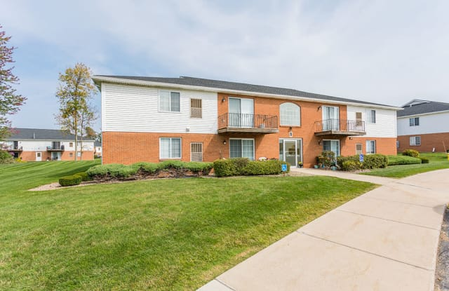 Maplewood Estates Apartments - 4591 Southwestern Blvd, Hamburg, NY 14075