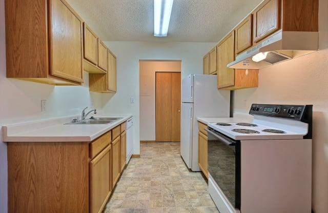 Dakota Manor - 1101 42nd St S, Fargo, ND 58103