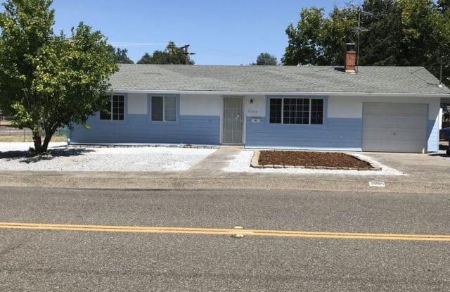 2005 Athens Ave - 2005 Athens Avenue, Redding, CA 96001