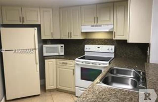 10257 NW 9th St Cir - 10257 Northwest 9th Street Circle, Fountainebleau, FL 33172