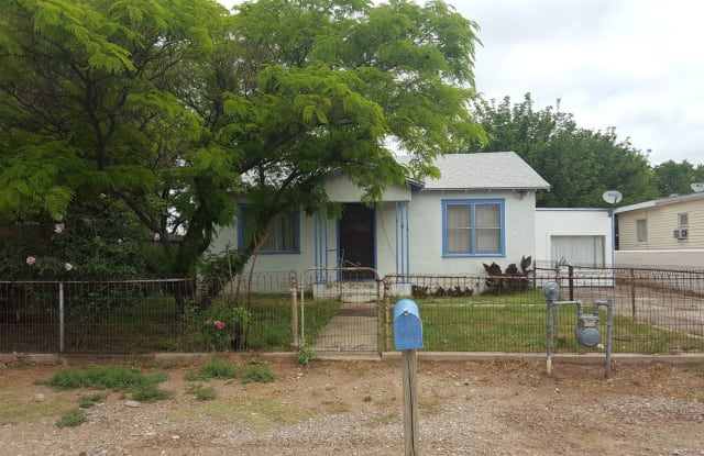 303 E Country Club - 303 East Country Club Road, Roswell, NM 88201