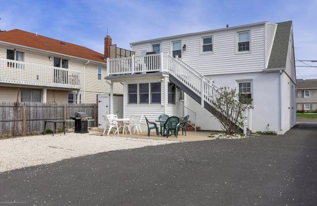 104 Washington Avenue - 104 Washington Avenue, Point Pleasant Beach, NJ 08742