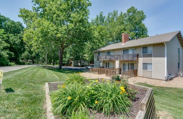Forest Park Apartments - 4623 NE Winn Rd, Kansas City, MO 64117